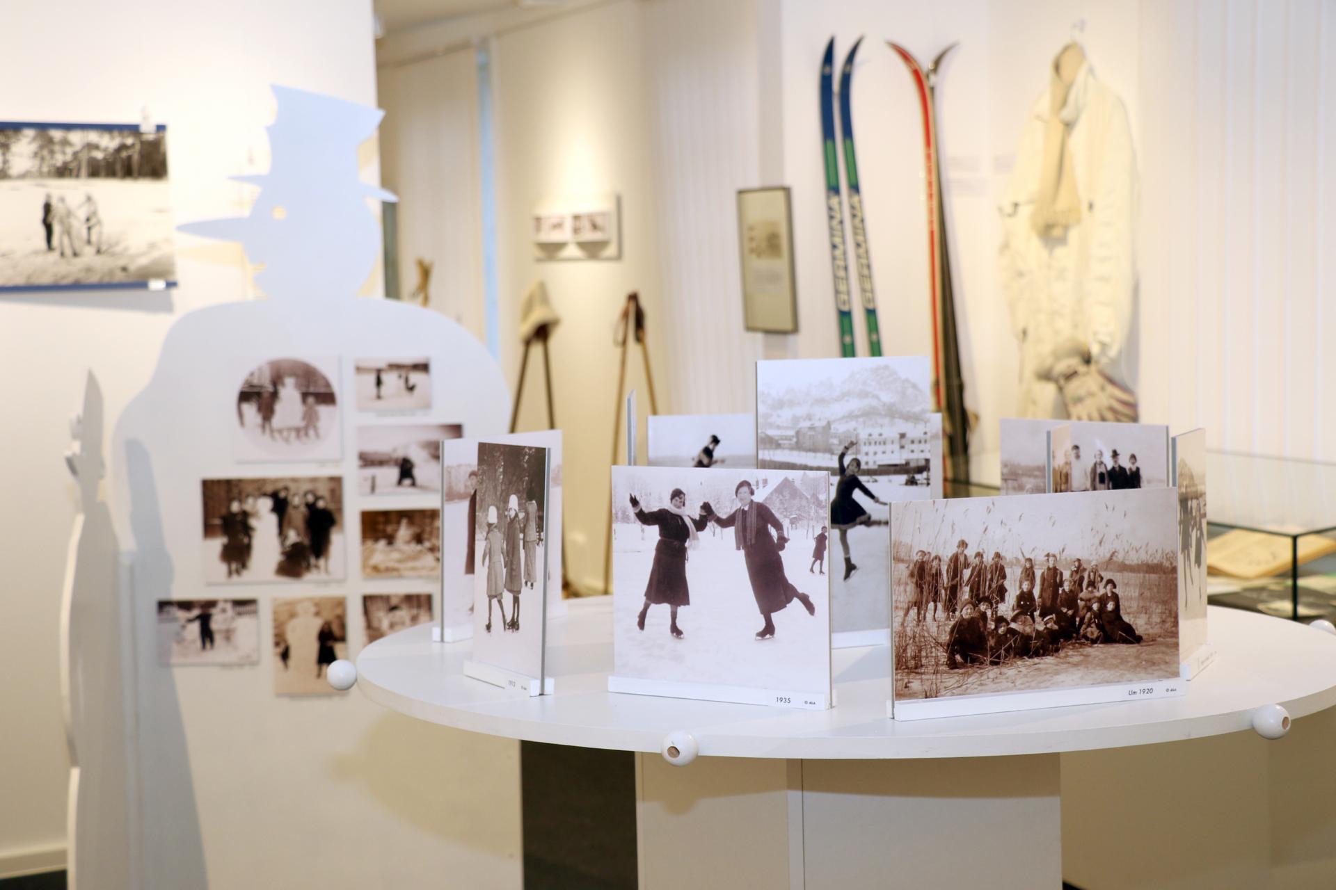 Winter-Weihnachts Zeit - Blick in den Ausstellungsraum 2