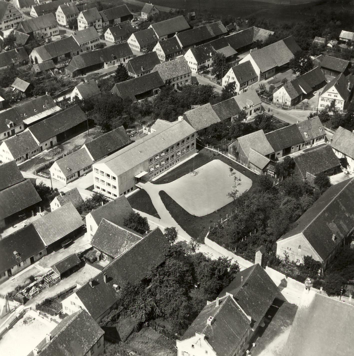 Zusmarshausen, alte Schule 1956, heute Rathaus