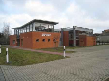 Gebäude & Parkplatz 4.JPG
