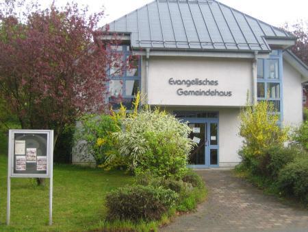 Gemeindehaus Holzhausen.JPG