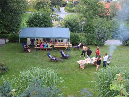 Grillen im Garten.jpg