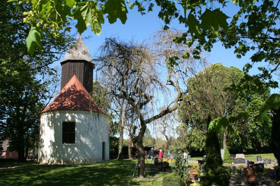 Kirche und Friedhof in Grünberg