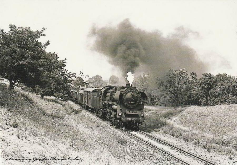 Güterzugdampflokomotive 58 3049  mit Güterzug bei Meerane
