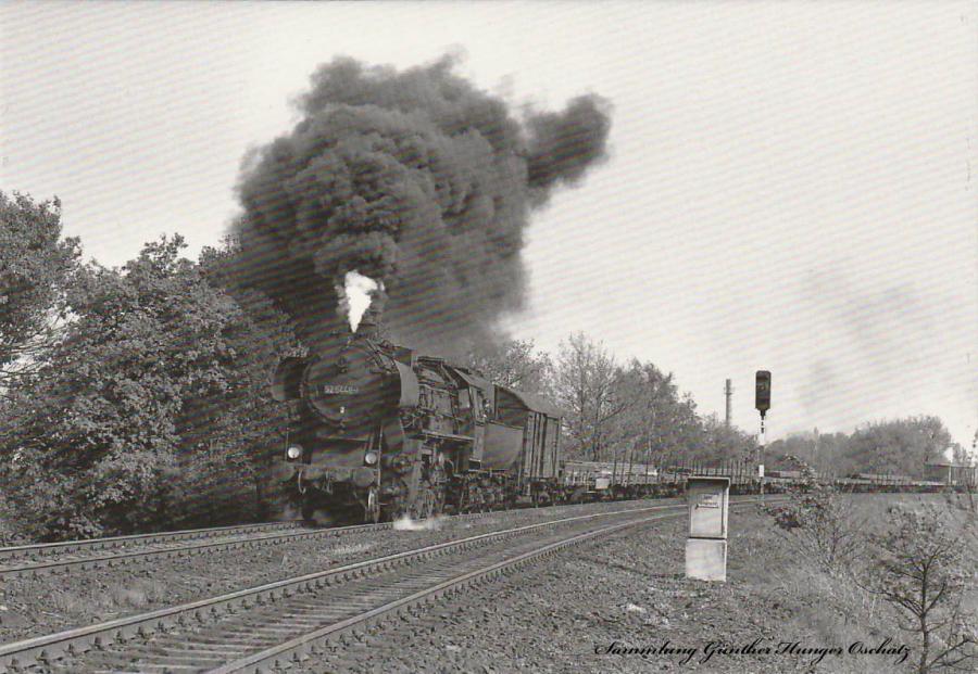 52 5448 (DR) mit Güterzug