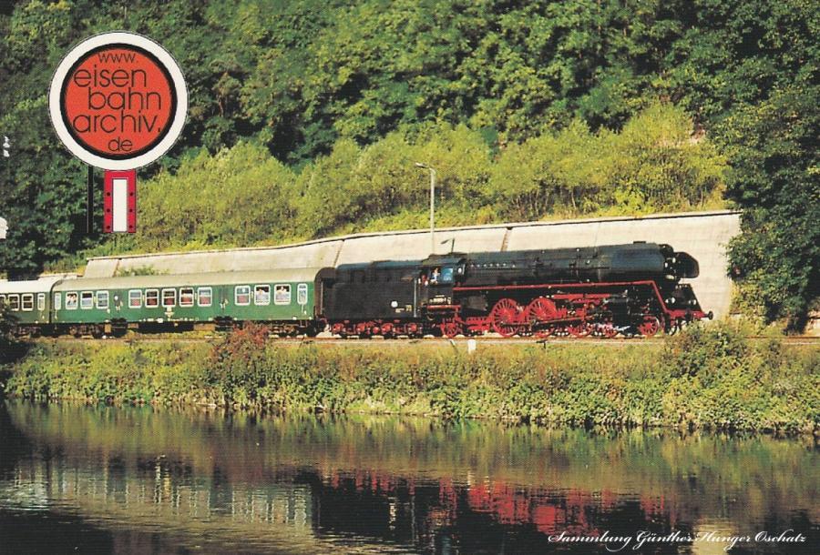 01 0519 befährt am 26.09.1981 die Saalbahn mit einem Reisezug bei Uhlstädt