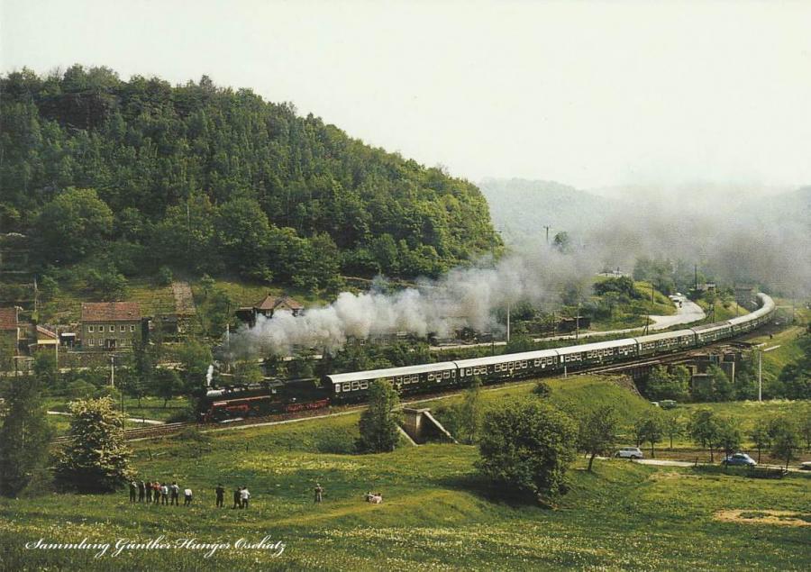 Rekogüterzugdampflokomotive 58 3047 mit  Sonderzug (P 23646) an der Blockstelle Götter-  felsen bei Garsebach