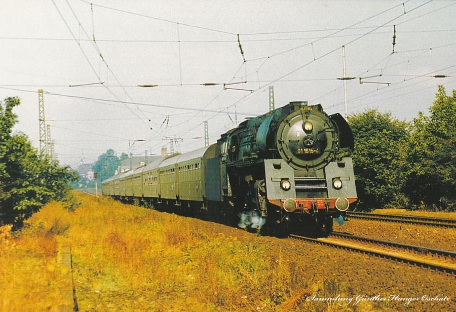 Rekoschnellzugdampflokomotive 01 1515 mit D-Zug aus Berlin unweit des Hp Radebeul-Weintraube