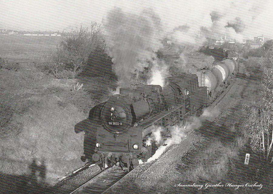 Rekodampflokomotive 58 3032 mit Güterzug  zwischen Meerane und Dennheritz