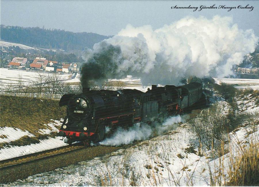 52 6666 + 44 1093 (DR) mit Güterzug