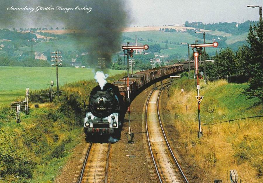 Rekodampflokomotive 58 3010 fährt mit Nahgüterzug  in den Bahnhof Limmritz ein