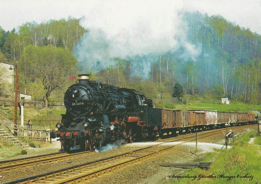 Güterzugdampflokomotive 58 1262 mit Nahgüterzug  auf der Fahrt vor Schwarzenberg-Neuwelt