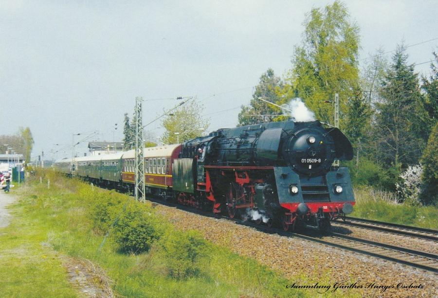 """Schnellzugdampflokomotive 01 0509 mit Sonderzug anlässlich """"175 Jahre Deutsche Ferneisenbahn Leizig-Dresden"""" im BK Glaubitz"""