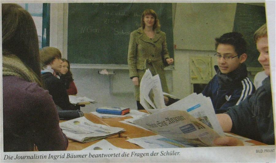 Die Journalistin Ingrid Bäumer beantwortet die Fragen der Schüler