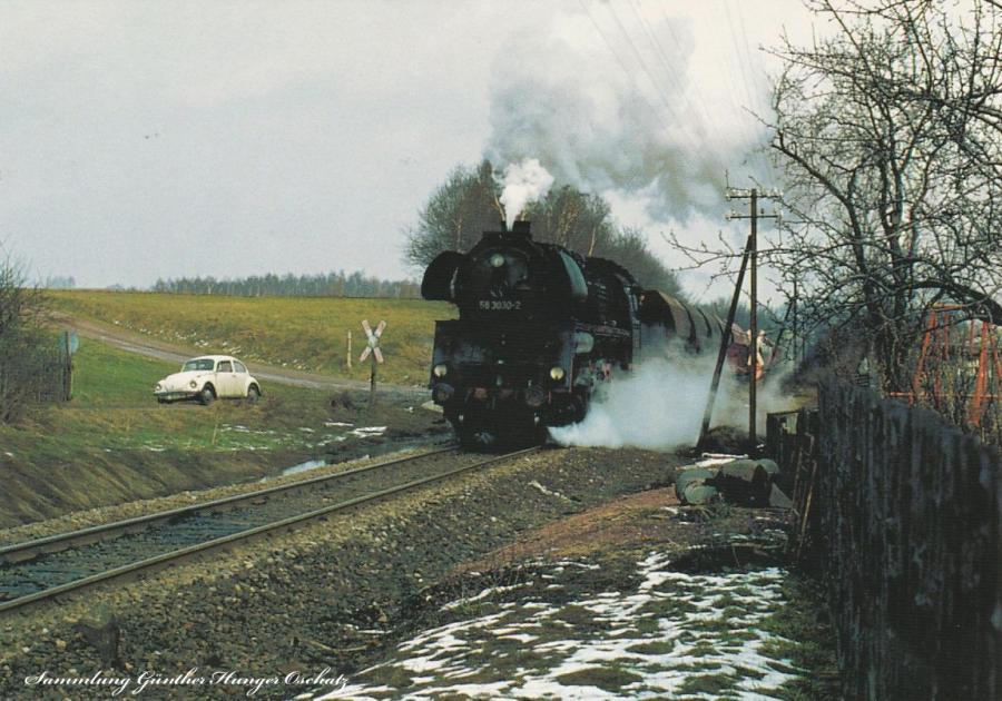 Rekodampflokomotive 58 3030 mit einem Nahgüter-  zug auf Bergfahrt bei Lichtenstein