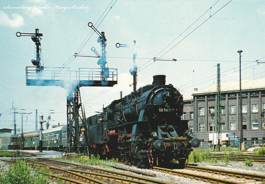Güterzuglokomotive 58 1800 fährt mit  Personenzug nach Aue aus dem ZwickauerHauptbahnhof aus