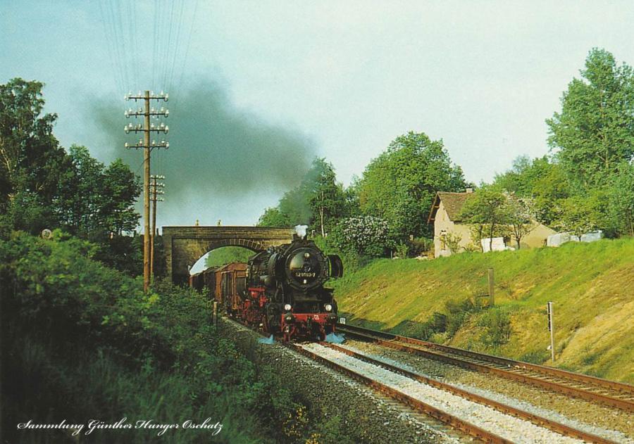 Rekodampflokomotive 52 8183 mit Güterzug
