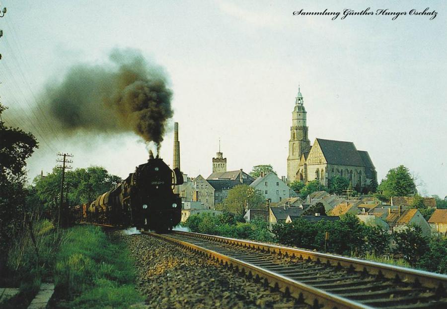Güterzugdampflokomotive 52 8122 fährt mit Nahgüterzug