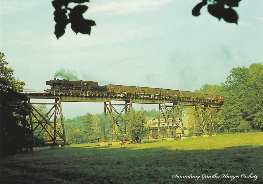 Güterzugdampflokomotive 52 1438 mit Güterzug