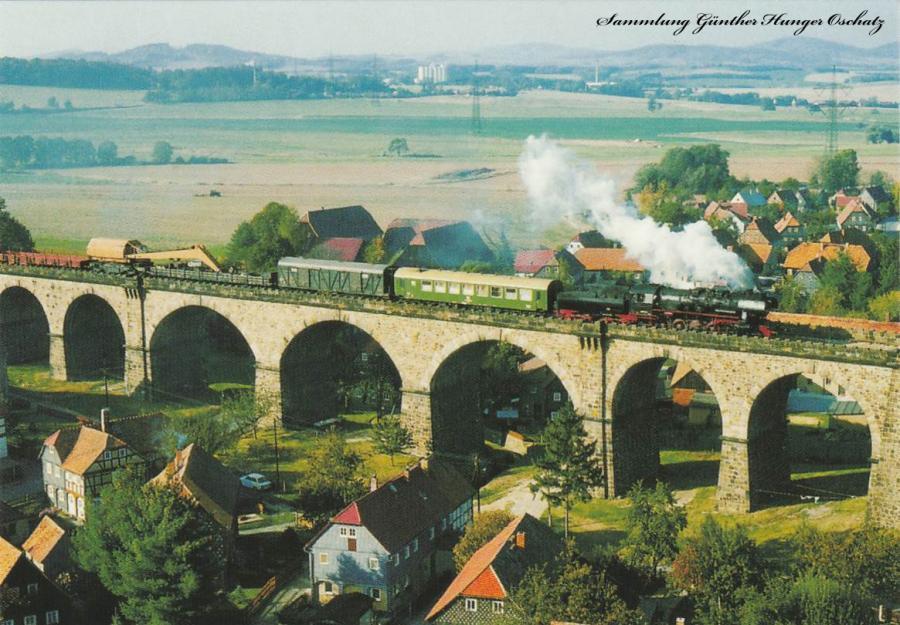 Güterzugdampflokomotive 52 8148 mit Arbeitszug
