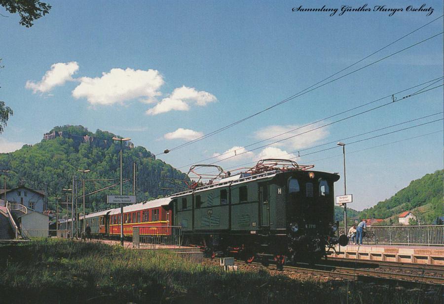 Elektrolokomotive E 77 01  mit einem Sonderzug nach Bad Schandau im Bahnhof Königstein