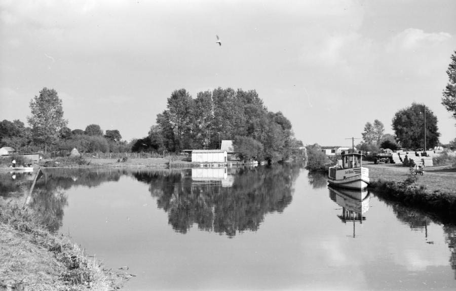 """""""MS Karl Heinz"""" im Neukalener Hafen, 1980 (1)"""