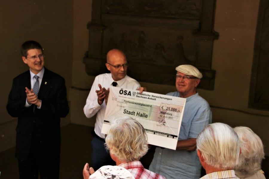 Übergabe des Schecks der ÖSA