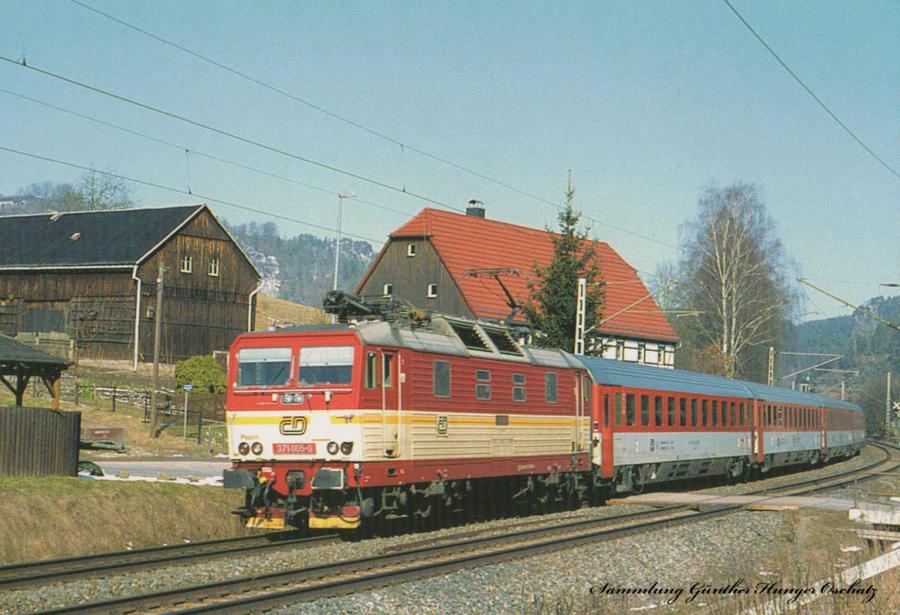 Elektrolokomotive 371 005(CD)  mit Reisezug auf der Elbtalstrecke bei Kurort Rathen