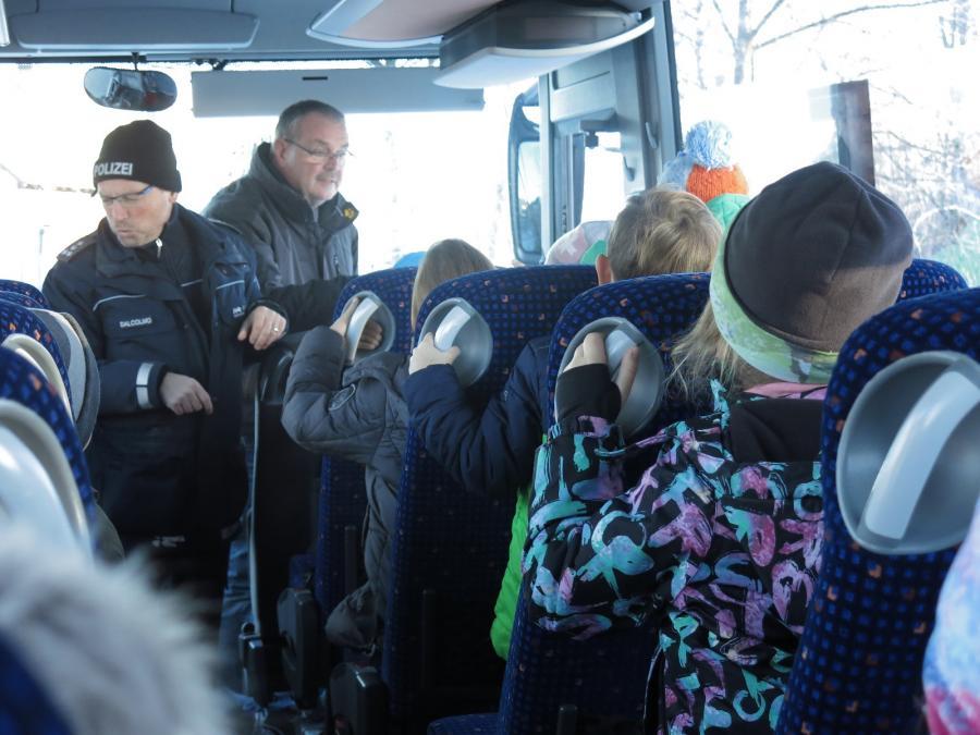 Erklärungen im Bus