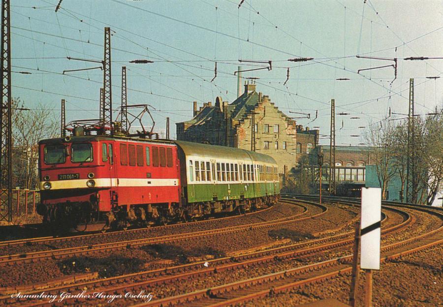 Elektrolok 211061  mit Reisezug nach Cottbus bei Leipzig-Mockau