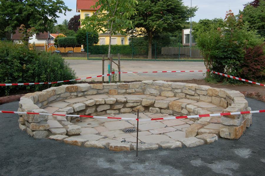 Schulhof neu 002