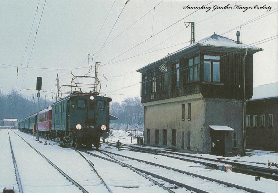 Elektrolok E 77 10  mit Sonderzug an der Ausfahrt des Bf. Klingenberg-Colmnitz