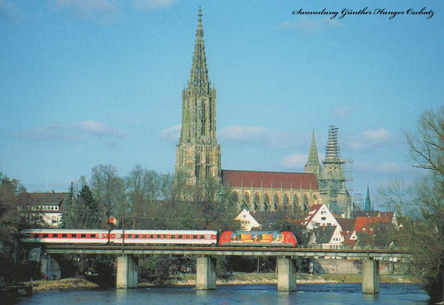 Lok der Baureihe 101  mit IC aufder Donaubrücke bei Ulm