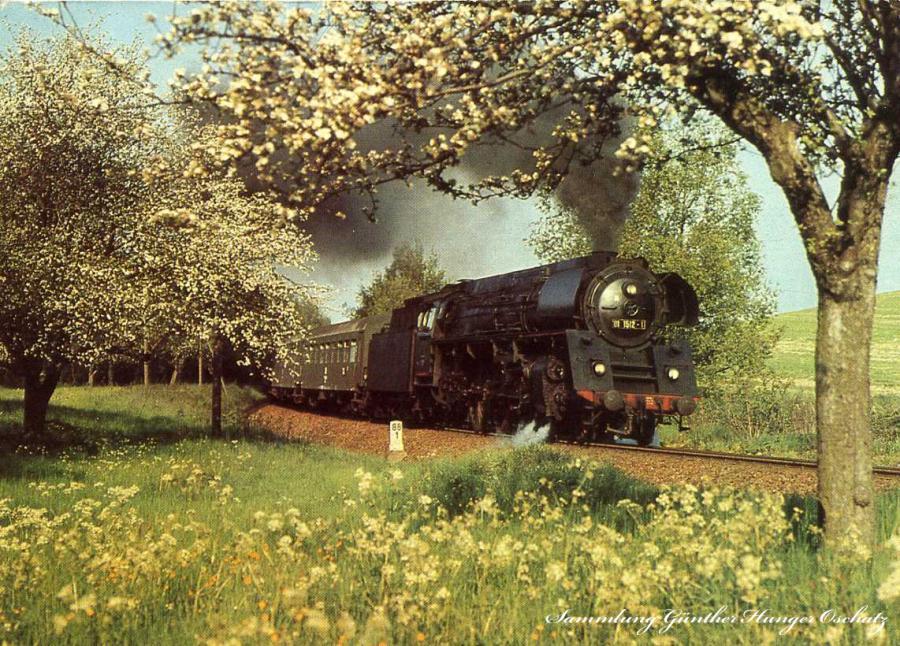 Rekonstruierte Schnellzuglokomotive  01 1512 mit Eilzug  E 805