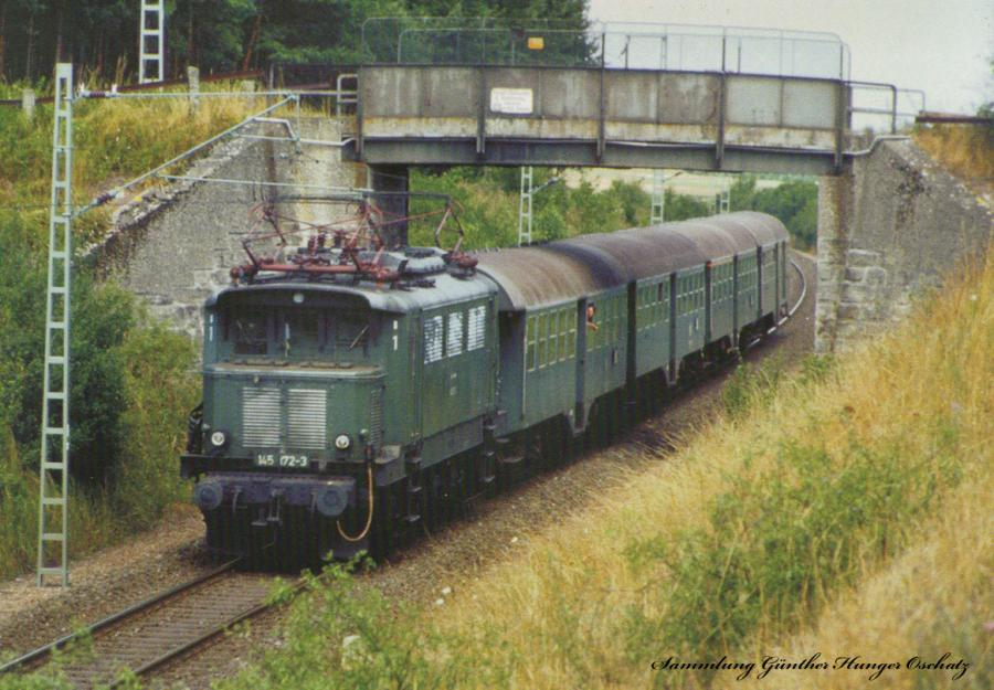 145 172 (DB)mit Nahverkehrszug Neustadt(bei Coburg).Coburg-Lichtenfels bei Ebersdorf