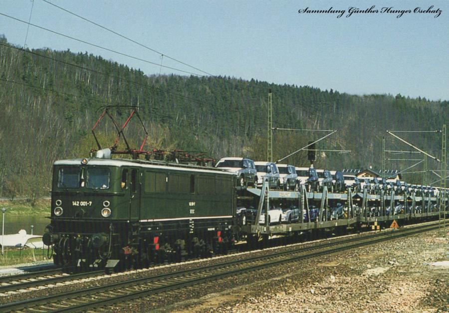 Elektrolokomotive 142 001 (MTEG)  mit Autozug bei Königstein