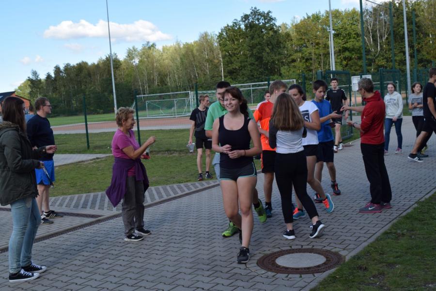 Schüler/innen laufen für Kinder in Not