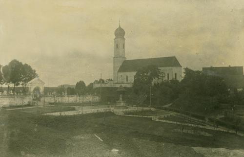 Pfarrkirche mit Friedhof 1925