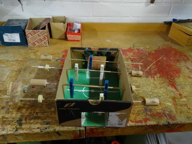 Kickerbox mit Wäscheklammern