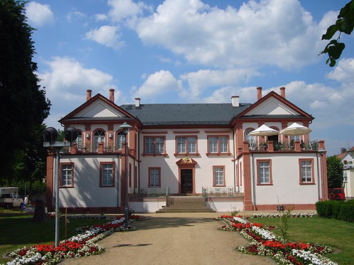 Schloss Fechenbach vom Park aus gesehen