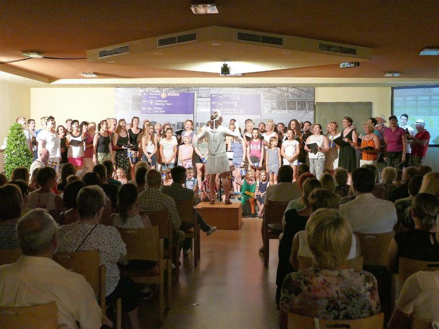 Alle Sängerinnen und Sänger