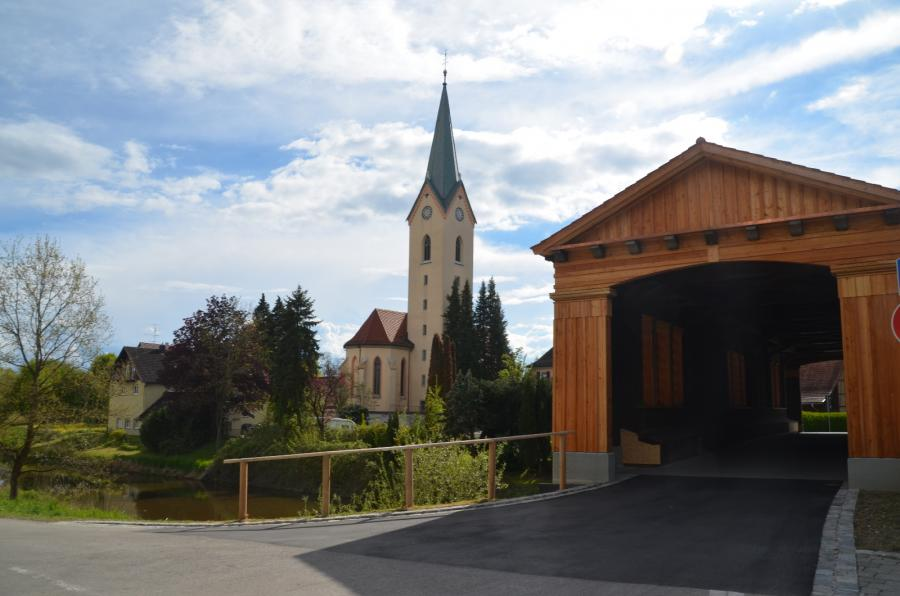 Kirche Eriskirch u. neue Holzbrücke