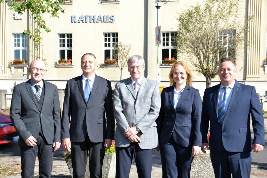Dr. Harald Sempf, Thomas Zylla, Bügermeister Heiko Müller, Luise Herbst und Ralf Haase