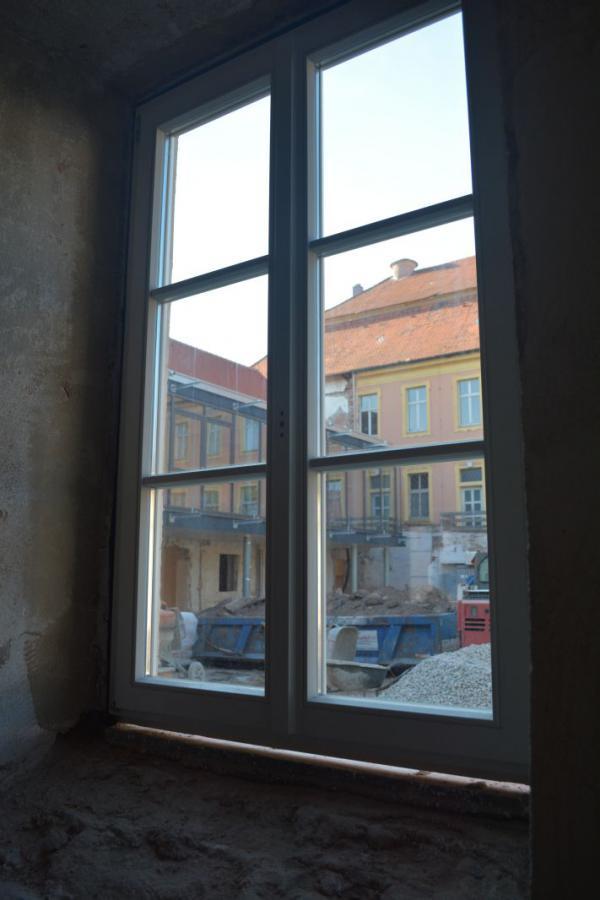 Die neuen Fenster werden eingesetzt