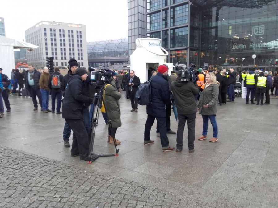 2017 Demo Berlin Milchkanne