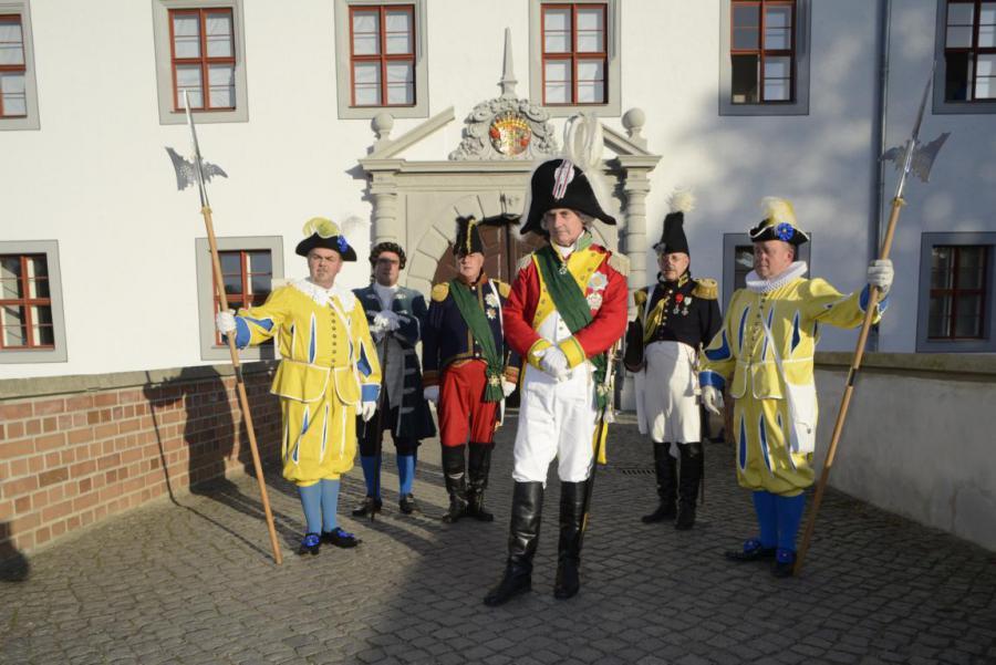 Guides in Kostümen zur Abschluß-Veranstaltung