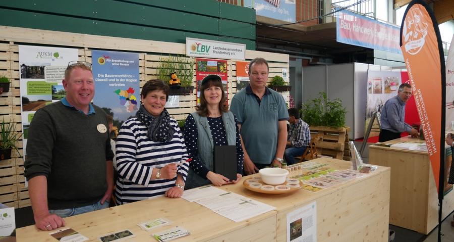 Südbrandenburger am Stand des Landesbauernberandes auf der 29. Brandenburgischen Landwirtschaftsausstelllung