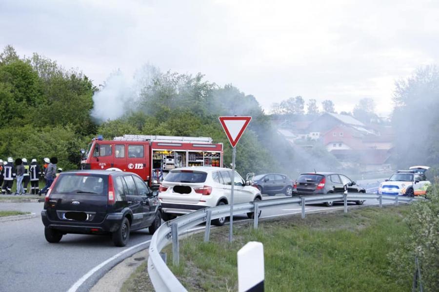 Verkehrsunfall mit eingeklemmter Person, Höhe Pilling 10.05.2019