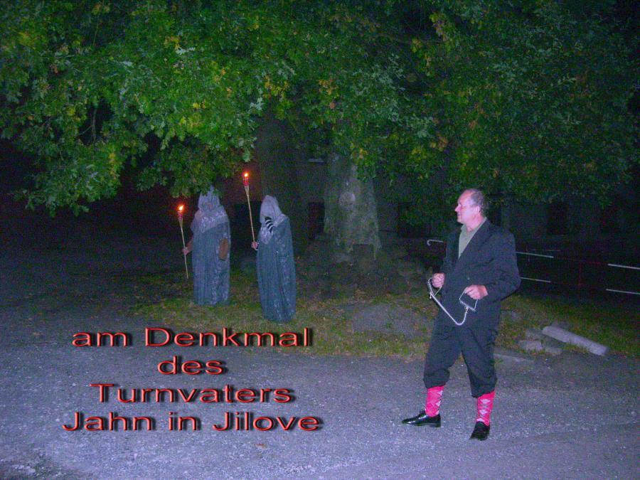 am Denkmal für Turnvater Jahn der Turnvater von  Jilove