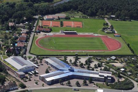 Gymnasium samt Turnhalle mit dahinterliegender Jahnsportanlage