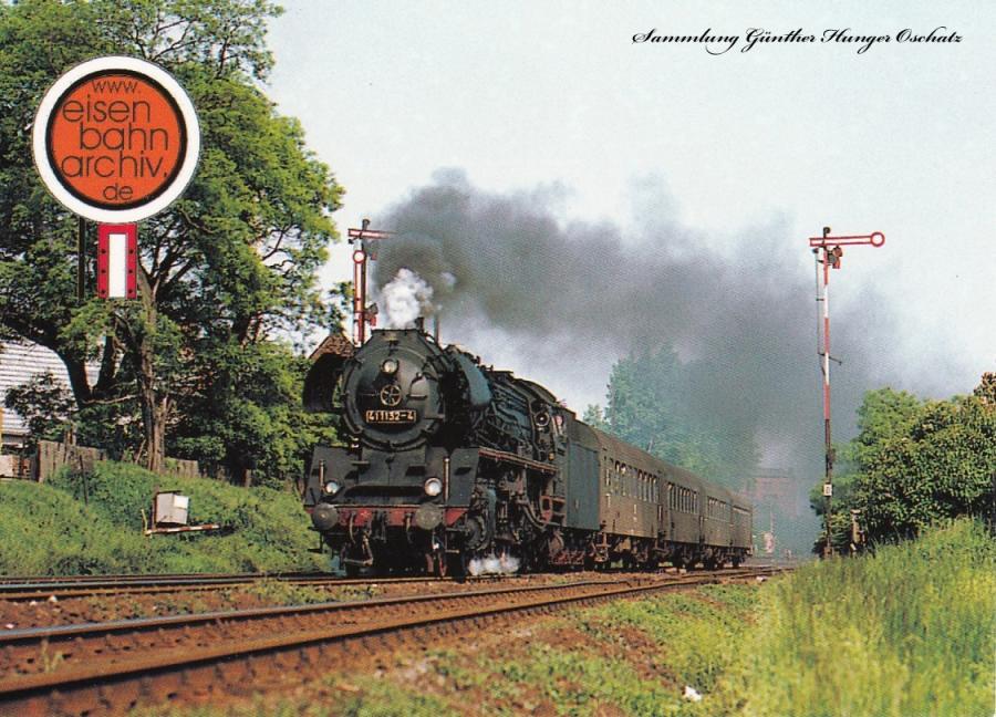 41 1132 des Bw Güsten fährt mit einem Personenzug aus dem Bf Bernburg aus (Dessau-Aschersleben)